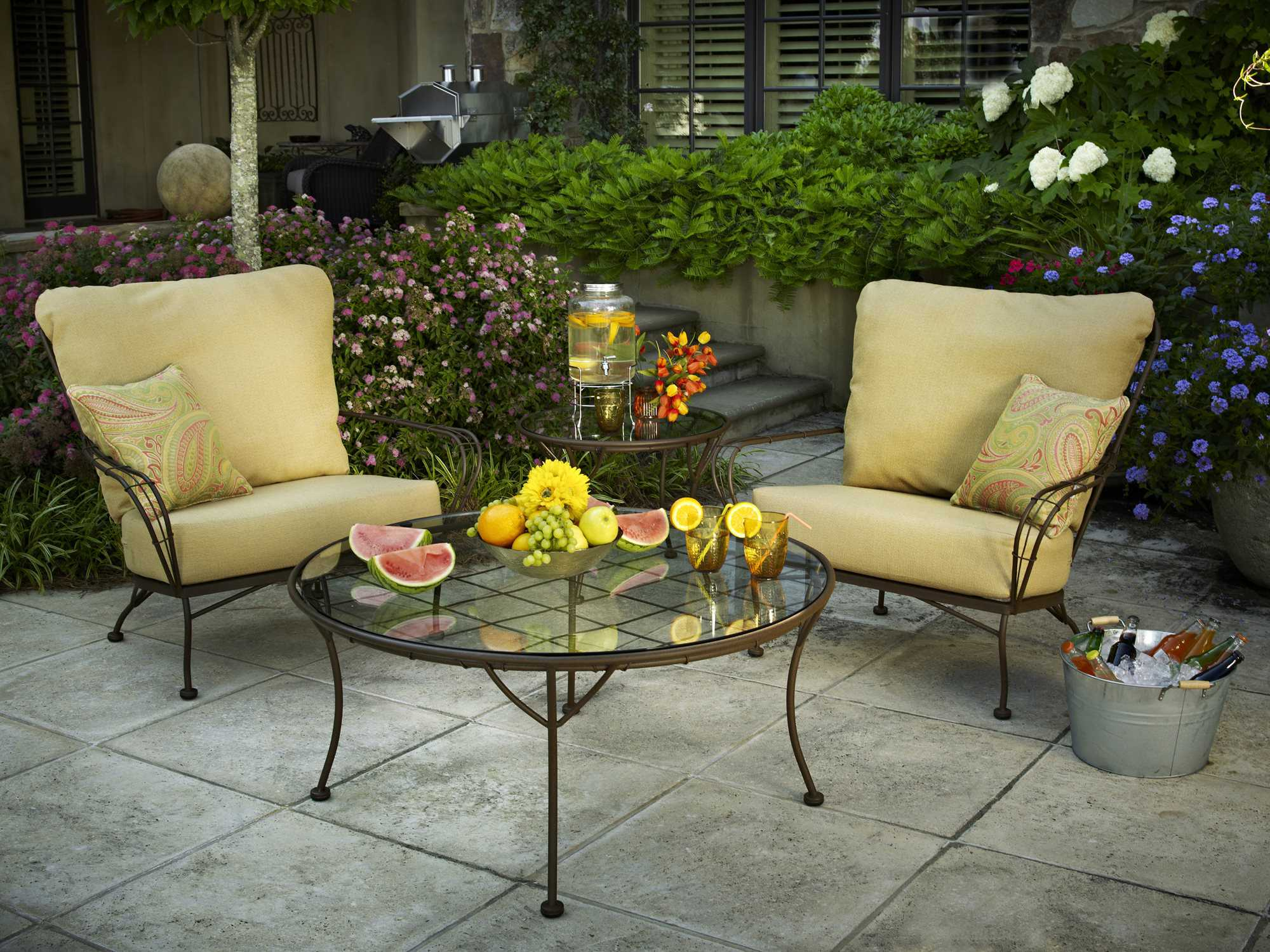 round top chat Tropitone manufactures and sells durable, very high quality outdoor patio furniture, outdoor furniture and pool furniture made of cast and extruded aluminum it also manufactures patio umbrellas and market umbrellas.