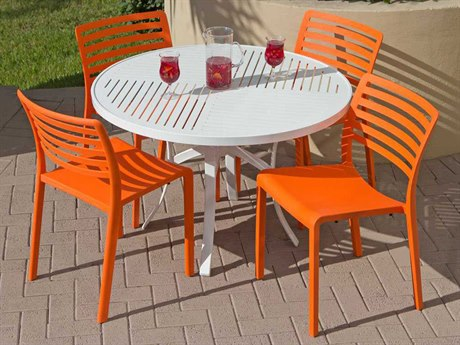 Source Outdoor Savannah Resin 4 Person Resin Casual Patio Dining Set