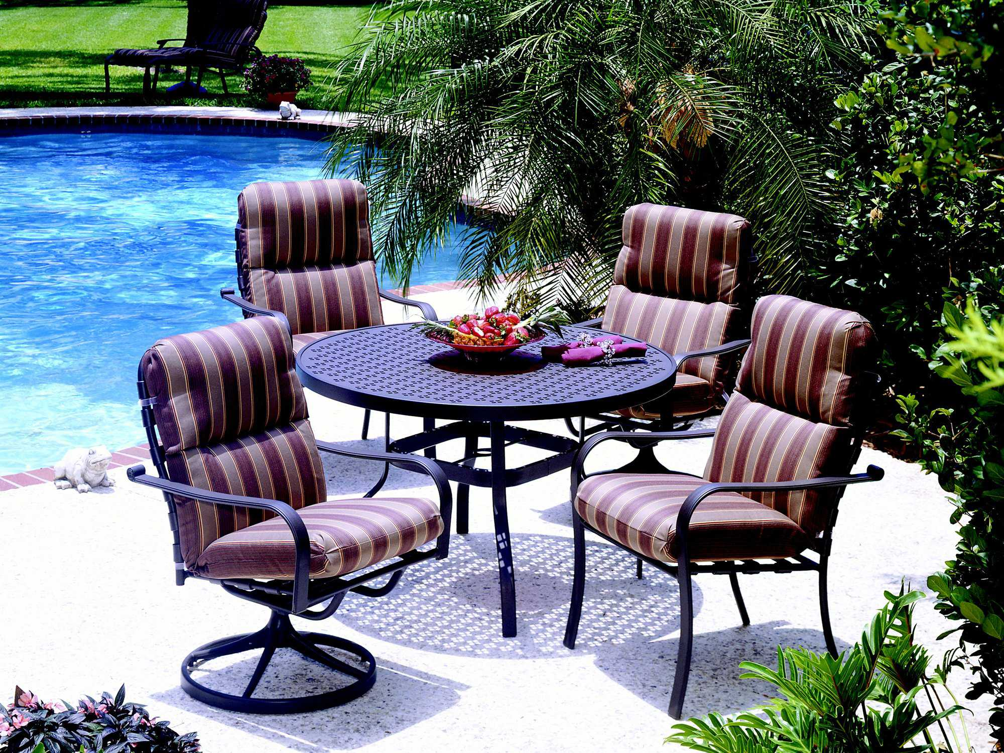 Suncoast Patterned Square Aluminum 48 39 39 Round Metal Dining Table With Umbrella Hole 48pa