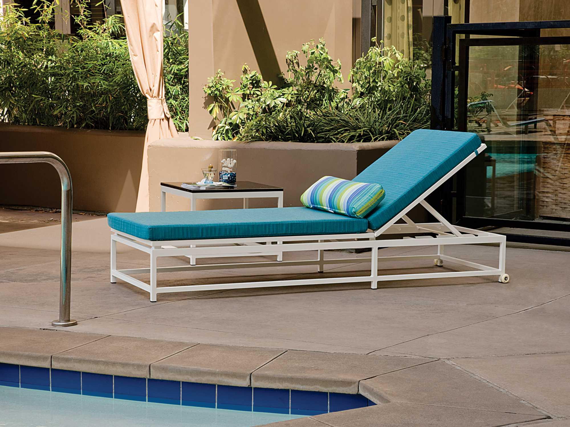Tropitone cabana club chaise lounge with wheels 591032w for Cabana chaise lounge