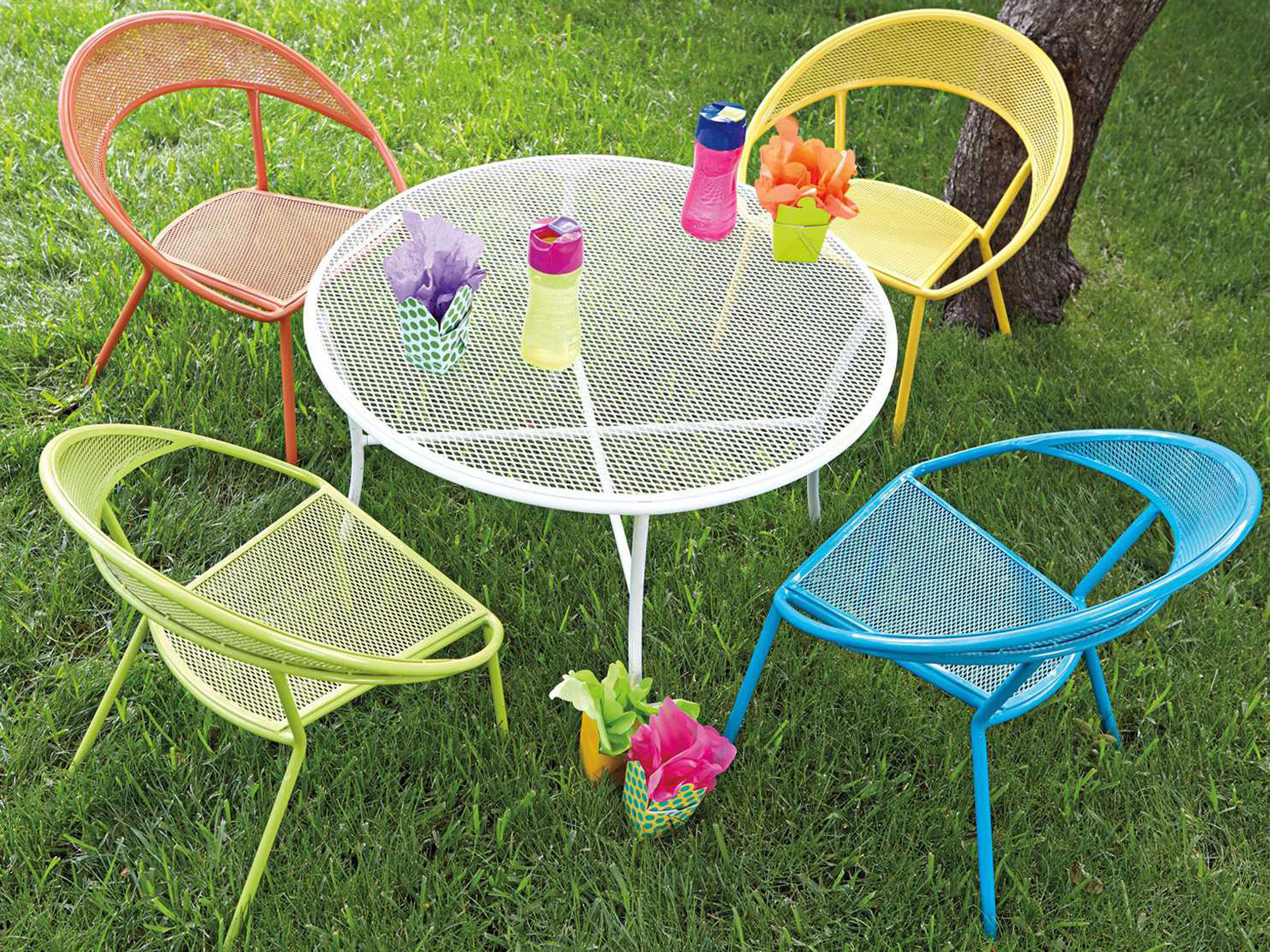 Woodard spright kids set wrought iron round table and for Metal patio table and 4 chairs