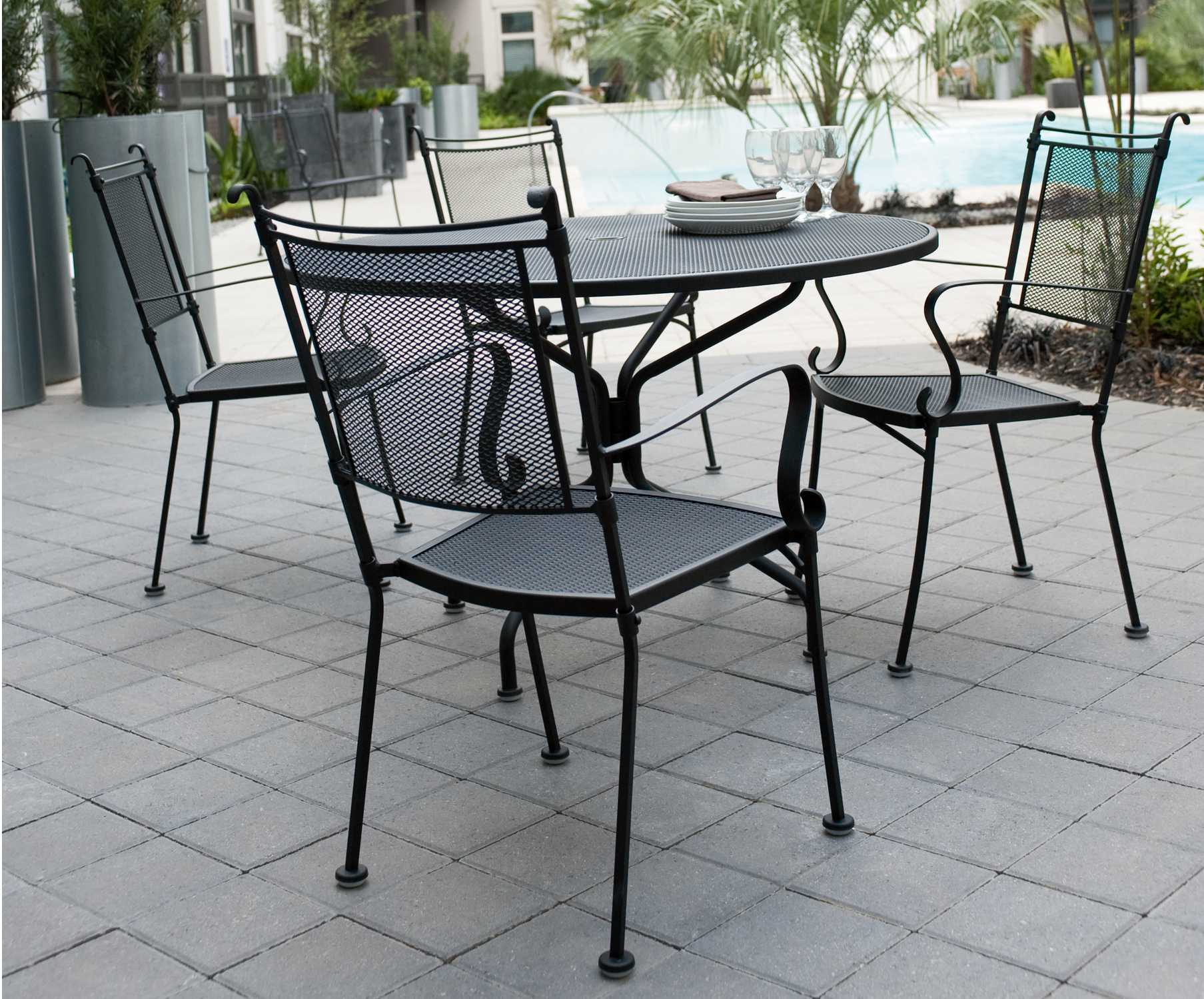 PatioFurnitureBuy Woodard Wrought Iron 42 Round Umbrella Table 4 Spoke