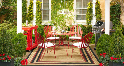 Planning an outdoor Christmas party that still feels like Christmas can be a challenge. Here's a few tips to making your outdoor Christmas party memorable.