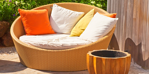 7 Outdoor Lounge Beds Perfect For Modern Patios