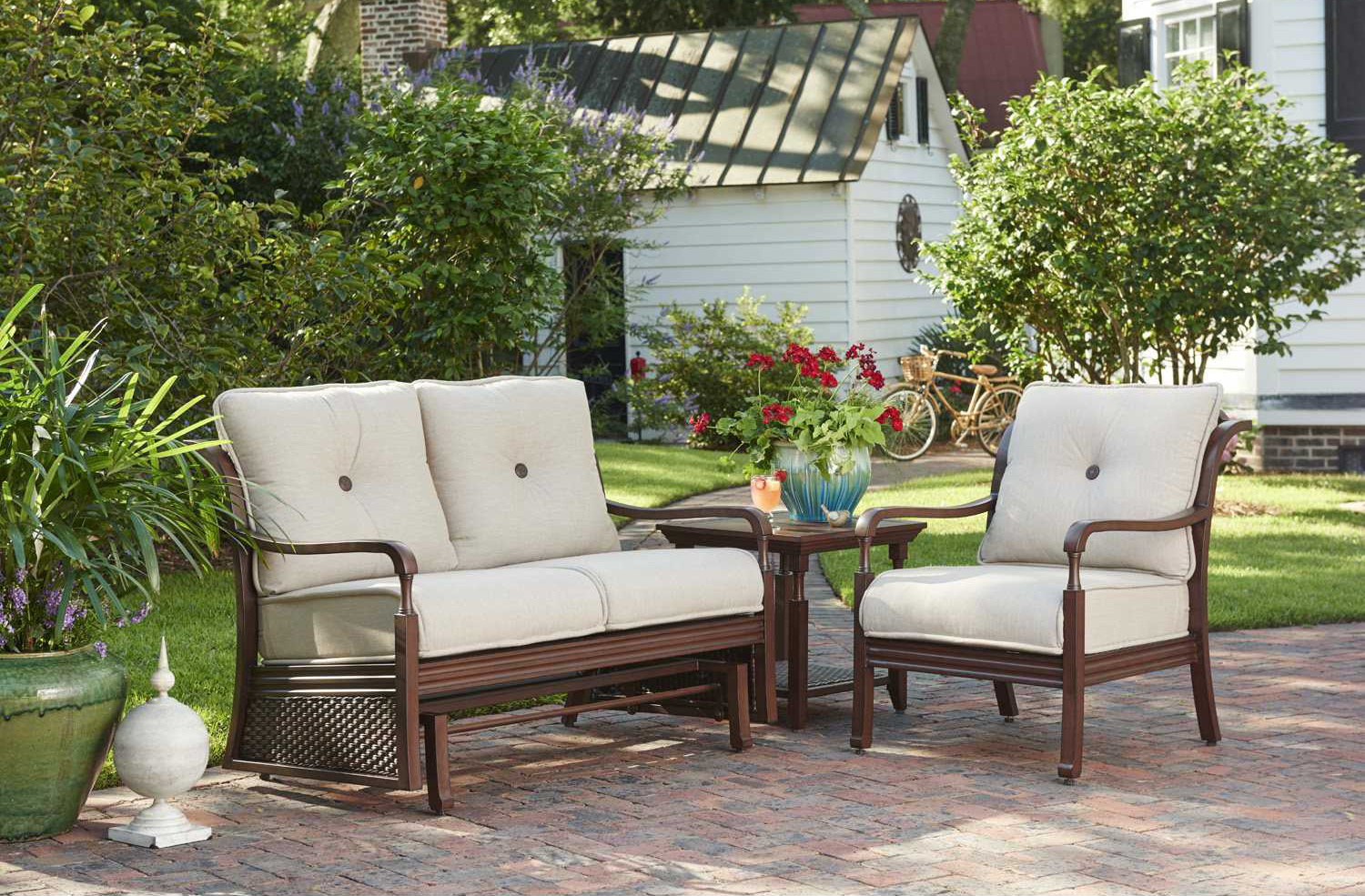 When choosing outdoor patio furniture, it is important to select materials  that are manufactured to withstand outdoor conditions like prolonged  exposure to ... - Everything You Need To Know About Sunbrella