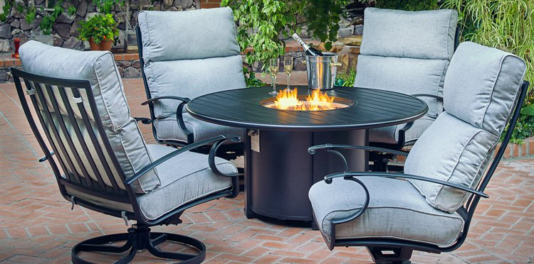 How to Decorate Your Patio For Cozy Summer Nights