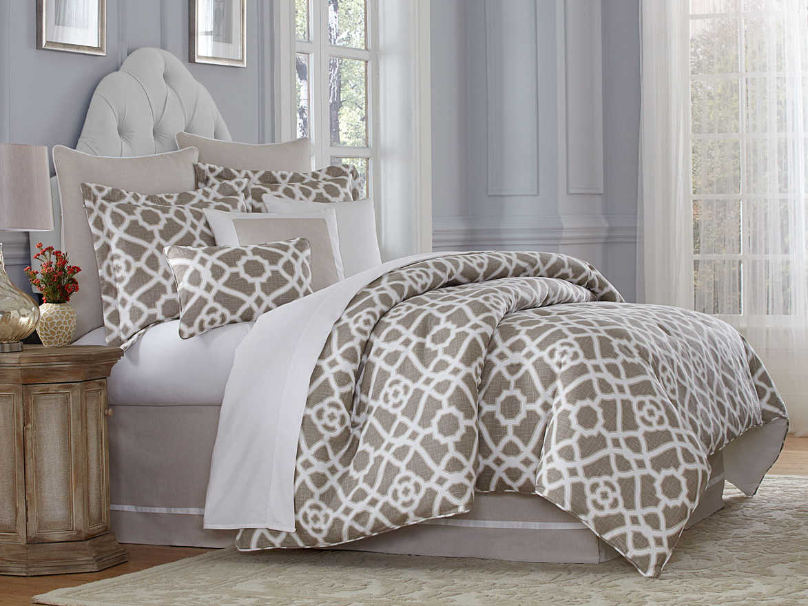 Michael Amini BCS-KS10-AMLFI-SND Amalfi 10 pc King ComforterSet Sand
