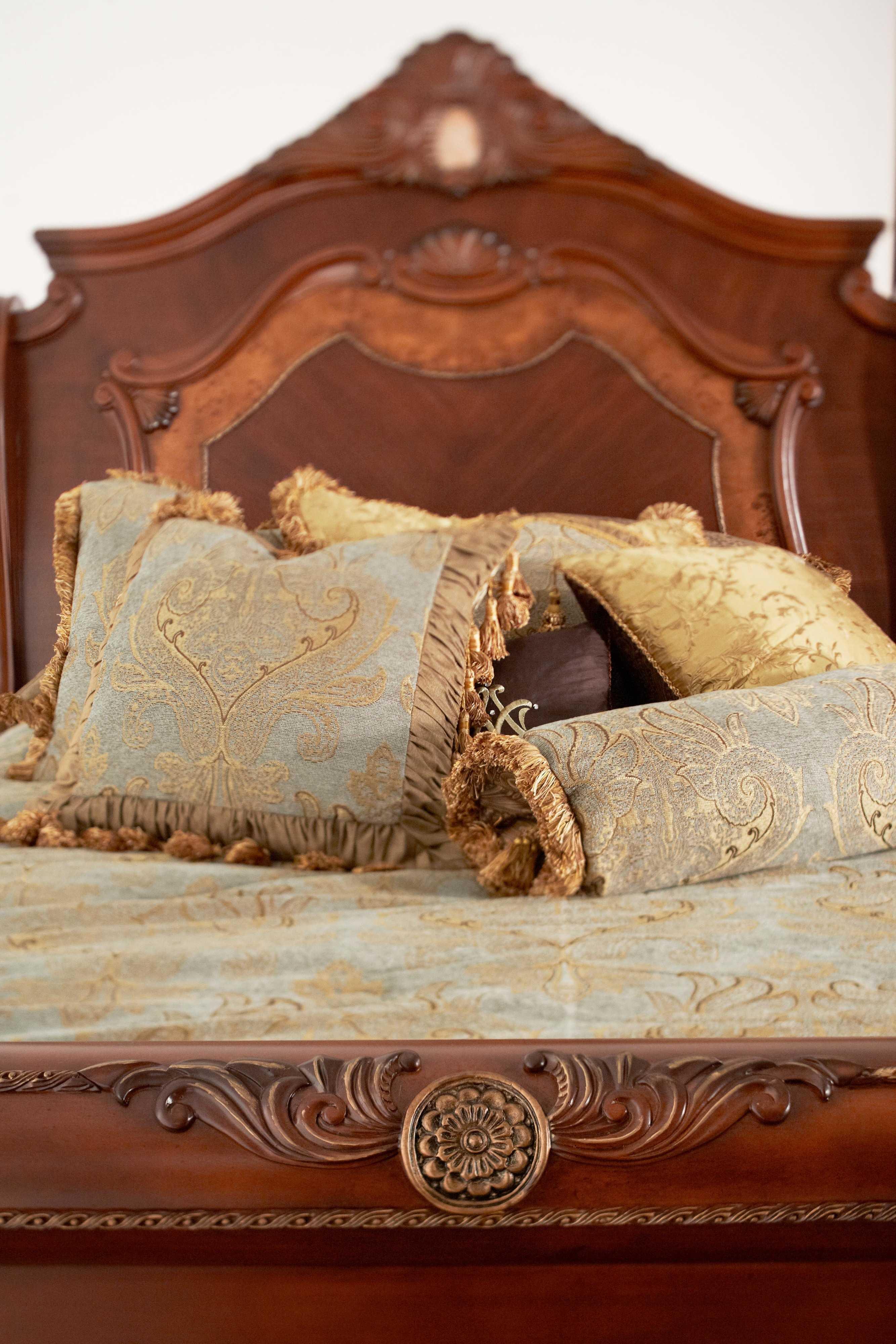 Aico Furniture Michael Amini Cortina Honey Walnut Eastern King Size Sleigh  Bed