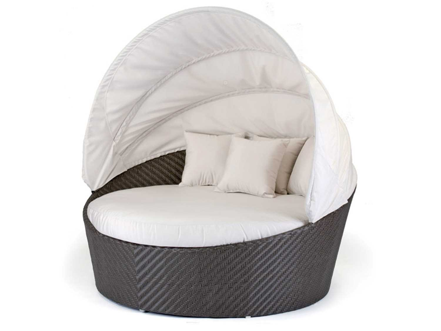 Caluco Dijon Wicker Round Daybed With Sunbrella 5404