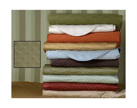 Eastern Accents Coperta Quilted Sateen Coperta Oliva Coverlet