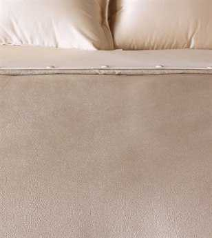 Eastern Accents Bardot Button-Tufted Comforter
