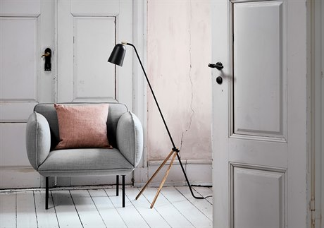 Frandsen Giraffe Black & Oak Floor Lamp