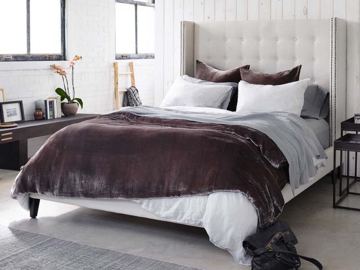 Four Hands Metro Snow Cream Jefferson Upholstered King Platform Bed Fsclinf7k058