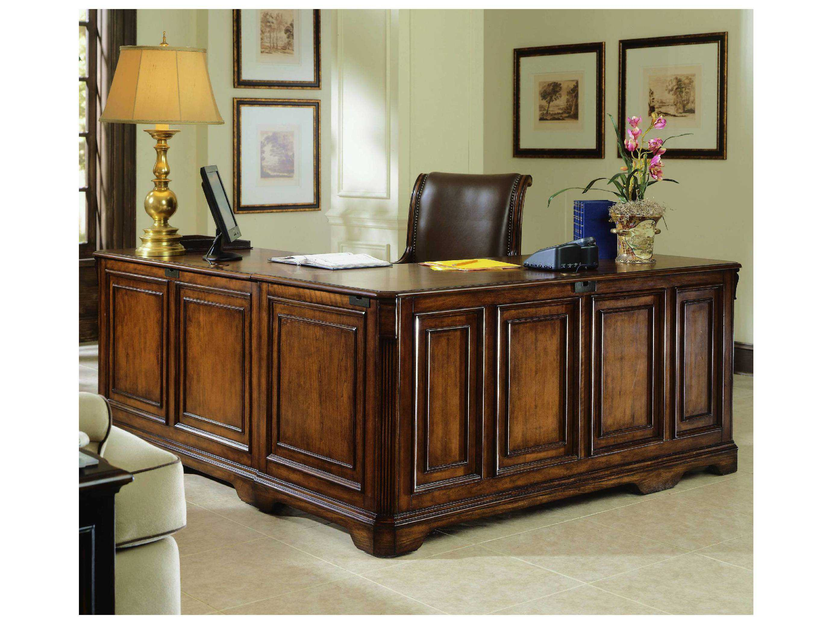 Hooker Furniture Brookhaven Distressed Medium Cherry 68 39 39 L