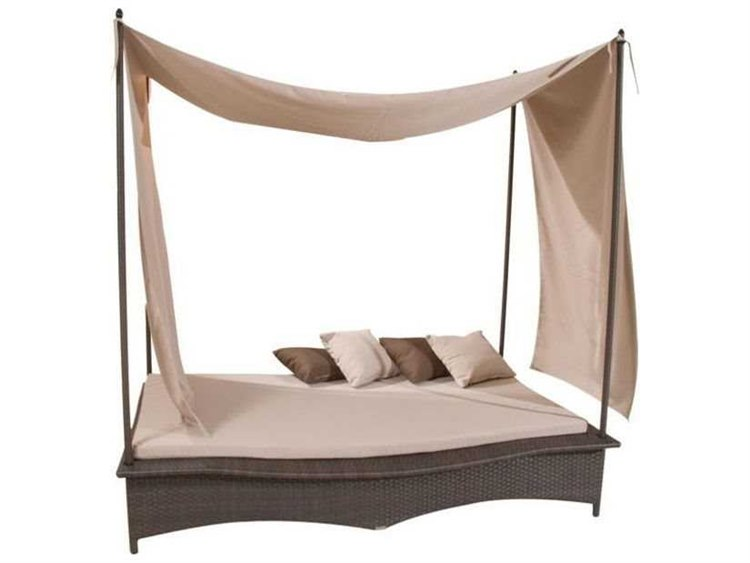 Jaavan Wicker Daybed with Post and Tent