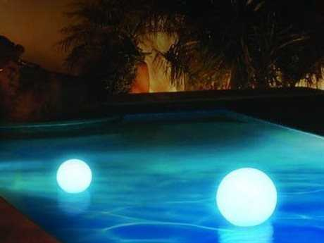 Jaavan Outdoor Led Light Recycled Plastic 24'' Wide Round Ball with Remote
