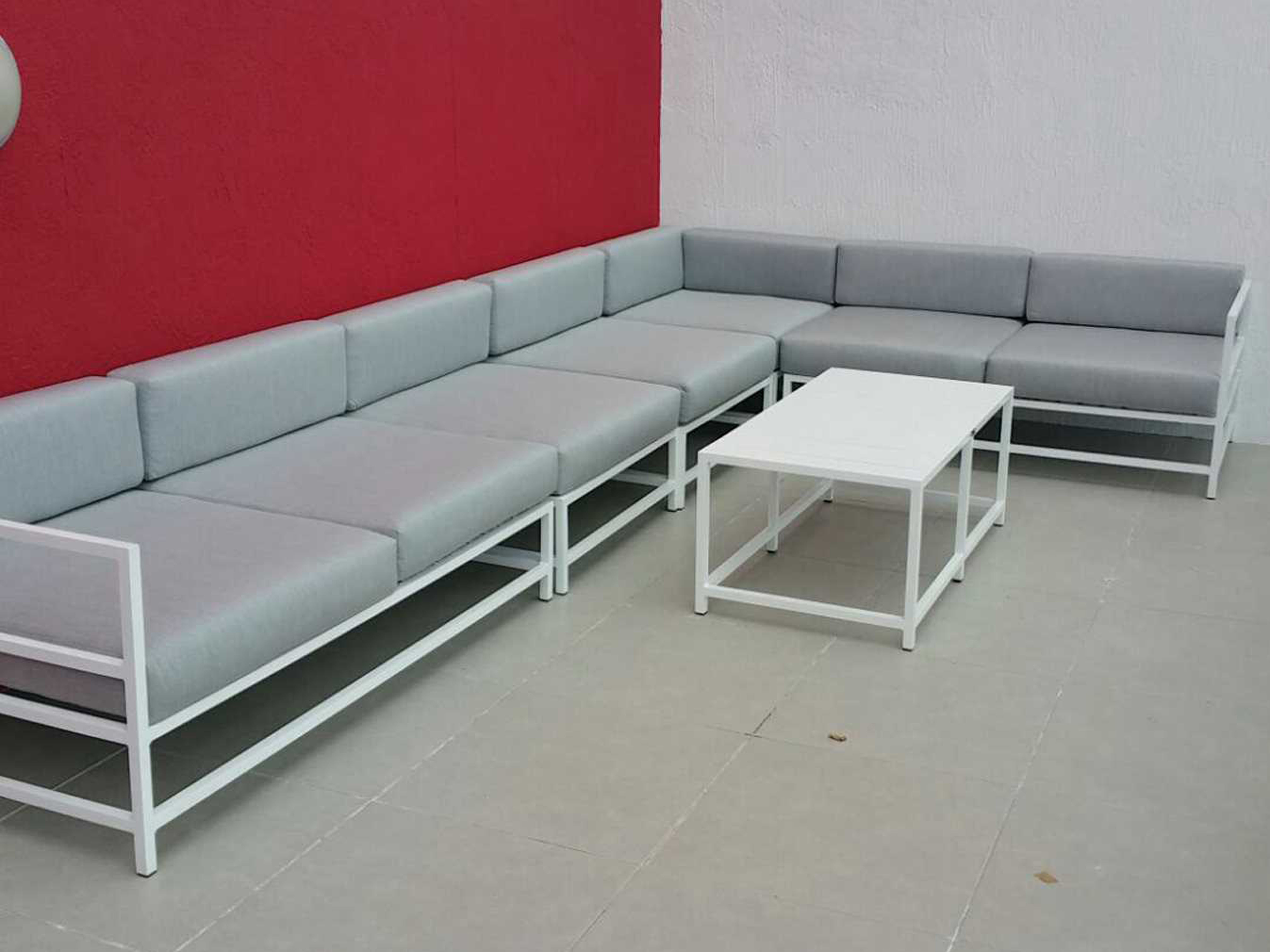 Source outdoor furniture delano aluminum lounge set for Contract outdoor furniture