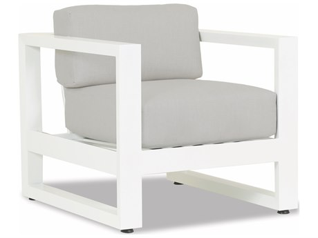 Sunset West Newport Frosted White Aluminum Lounge Chair in Cast Silver
