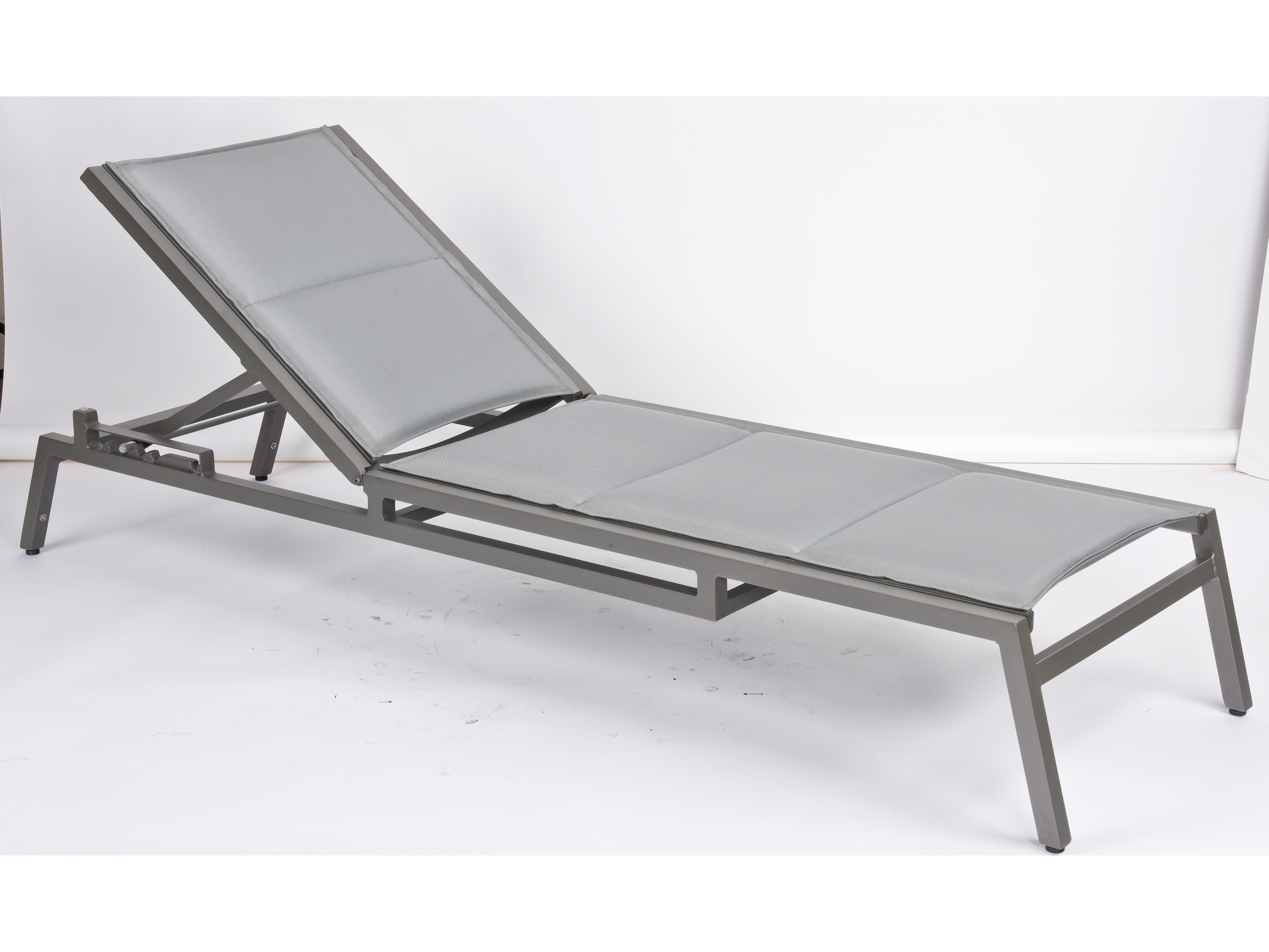 Woodard palm coast padded sling aluminum stackable for Aluminum strap chaise lounge