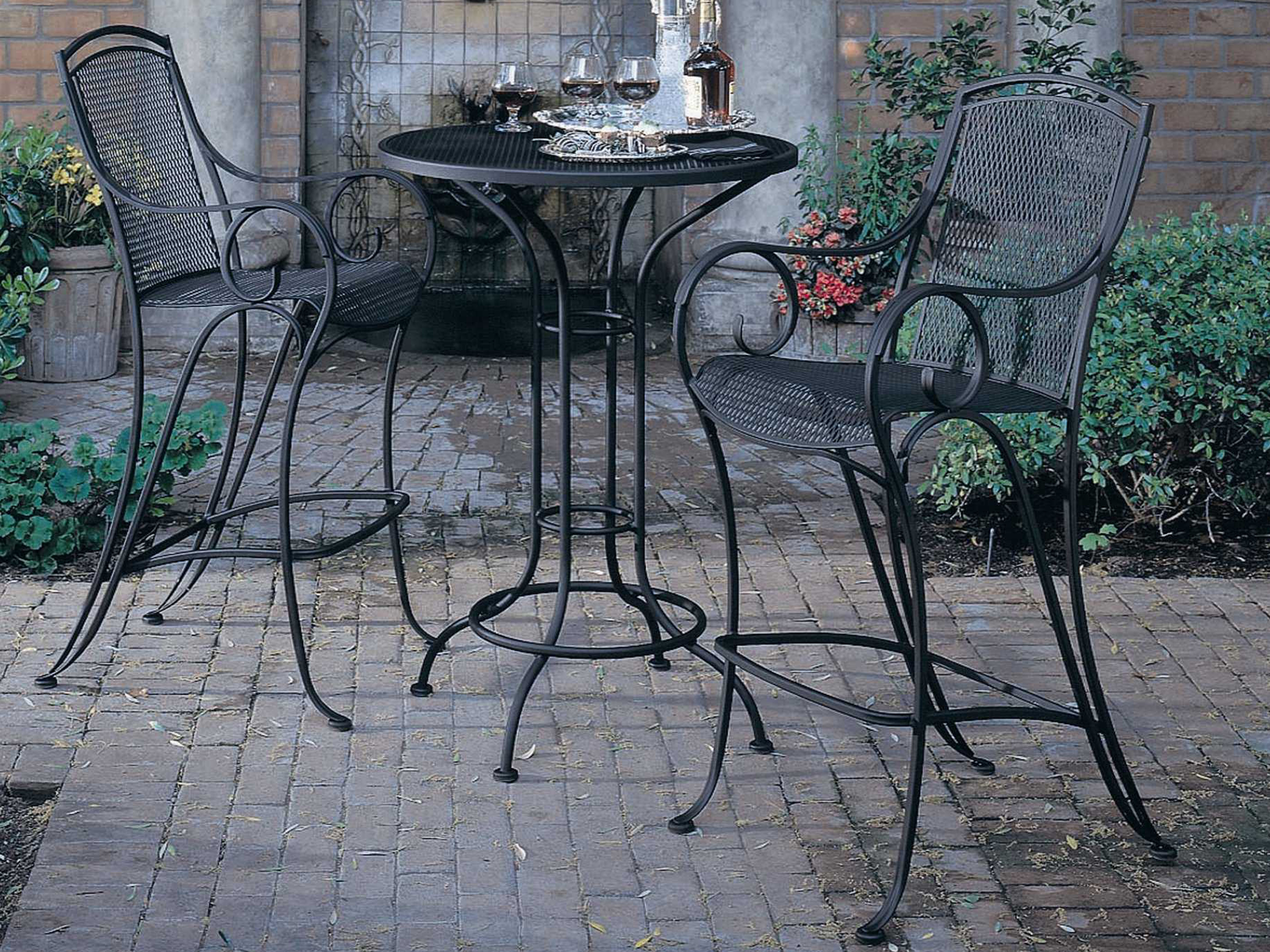 woodard aurora wrought iron 30 round mesh top bar height table 190056