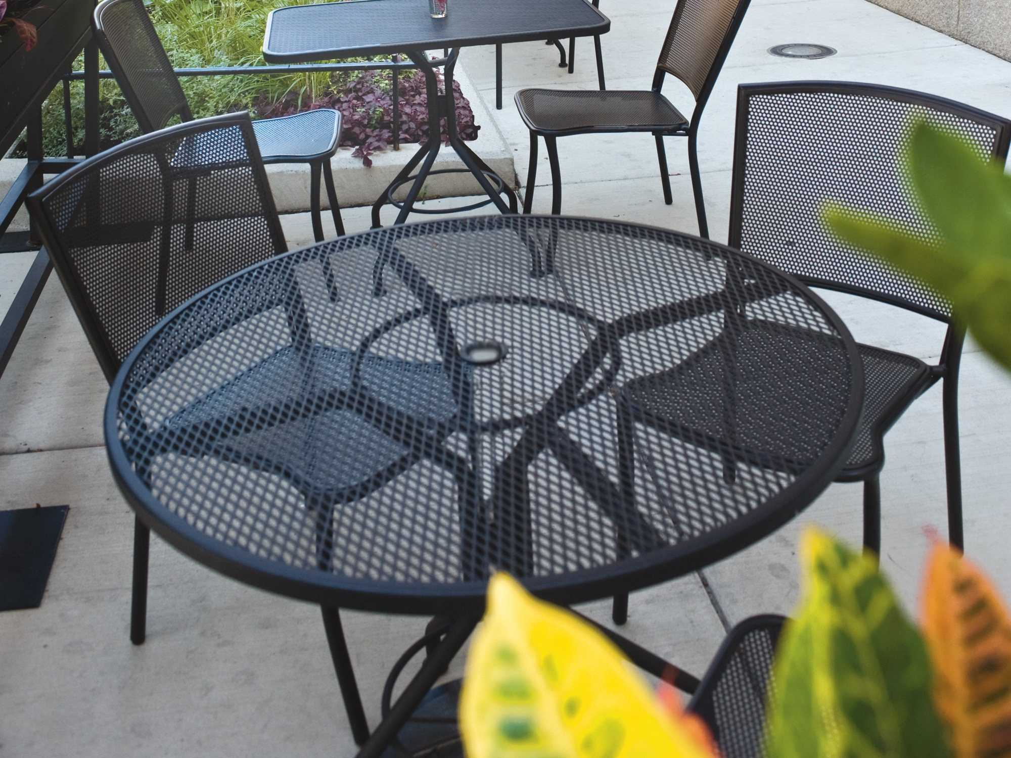 Woodard Mesh Wrought Iron 48 Round Table With Umbrella