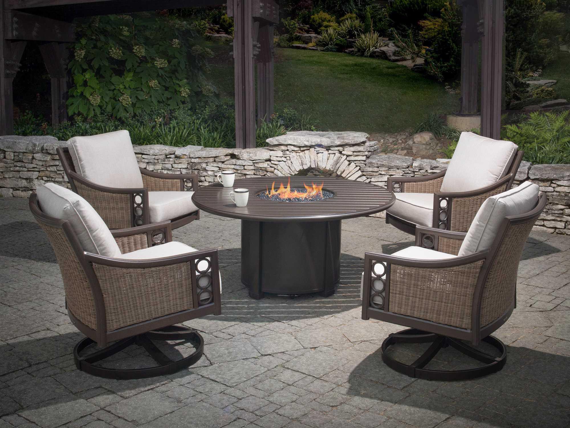 winston quick ship avignon wicker lounge set with 44 round. Black Bedroom Furniture Sets. Home Design Ideas