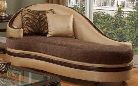 Benetti\'s Italia Furniture Emma Chaise Lounge