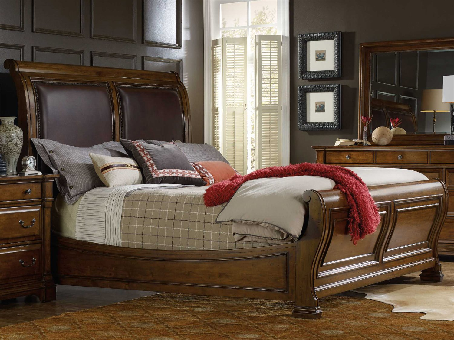 Picture of: Hooker Furniture Tynecastle Medium Wood King Size Sleigh Bed Hoo532390466