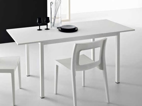 Yumanmod Chic White Rectangular Extendable Dining Table
